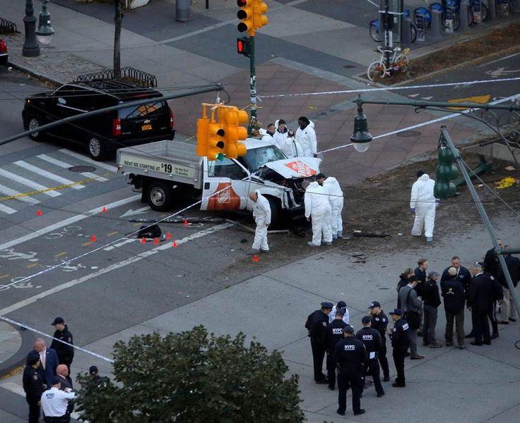 """WASHINGTON.- El terror regresó a Nueva York para golpearla igual que a Europa. Un """"lobo solitario"""" alquiló una camioneta, se metió en una de las bicisendas más transitadas de la ciudad y arremetió contra los ciclistas en una escalofriante masacre que se extendió por unas 20 cuadras, y dejó ocho muertos y 12 heridos.   #NEW YORK"""