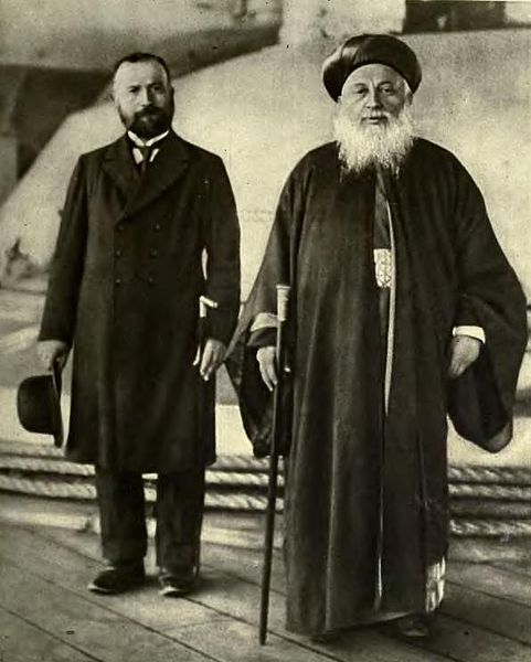 A 1918 photograph from the Illustrated London News, showing Thessaloniki's chief rabbi and an English visitor.