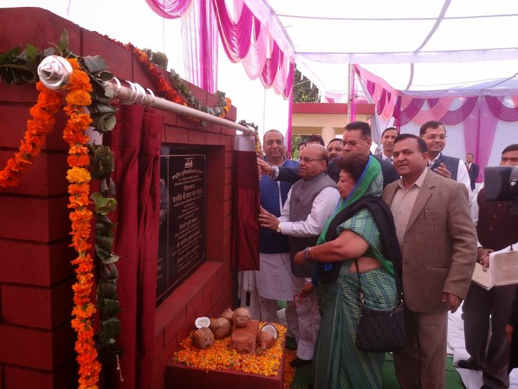 Uttarakhand News Updates-he Union Minister of Social Justice and Empowerment Sh. Thawar Chand Gehlot laid foundation stone of a building with an estimated cost of 6.5 crore rupees at National Institute for Visually Handicapped (NIVH) in Dehradun  today. He also distributed tricycles, smart phones and other digital gazettes  worth 2 crore rupees to the handicapped students at a function organized at the NIVH on the Children's Day to commemorate 125th