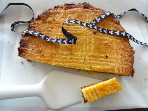 Gateau breton (french cake with a prune or raspberry jam fillinf) // region : Bretagne - Britanny //////////////////// (traditional french desserts, postres franceses, pâtisseries, pastries, pastelerias)