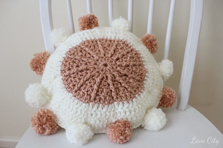 Love City: crochet love {yarn pom pillow}