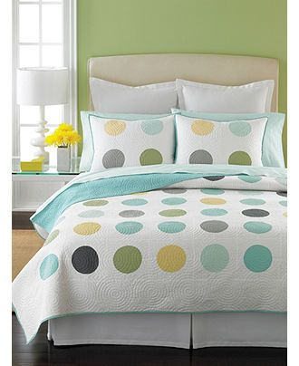 Love the circles and the matching pillows.