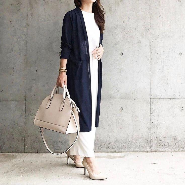 . 上下ホワイトにネイビーのロングカーディガンを合わせたシンプルなオフィスコーディネート  Photo by @marico__0088   Top... #zara  Bottom... #uniqlo  Shoes... #ザラ  Cardigan... #donobanweb   MINE公式アプリではファッションを中心とした動画を毎日更新中 プロフィールリンクからDLできます   ハッシュタグ#mineby3mootdを付けたコーディネートを募集中紹介させていただくことも  #mineby3mootd #MINEBY3M #ootd #outfit #fashion #coordinate  #instafashion #beaustagrammer #fashionista #outfit #igfashion #カジュアルコーデ #春コーデ #シンプルライフ #シンプルコーデ #プチプラ #ユニクロコーデ #クールコーデ #オフィスコーデ #ママコーデ #上下ユニクロ部 #お洒落さんと繋がりたい