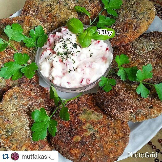En güzel mutfak paylaşımları için kanalımıza abone olunuz. http://www.kadinika.com @mutfakask_ @mutfakask_ with @mutfakask_  #tenceredepisir  Hayır akşamlar   ve isde sunum ani  Pirinç köftesi  2.sb pişmiş pilav pirinç  1.tn yumurta  Bir demet maydanoz  Bir demet dere otu  1.tk nane  1.tk kekik  1.tn rendelenmis soğan  Tuz. Karabiber.  4.5.yk un  Bulamak için. . Ben bugün misir unu kullandim cok sordular denedim cok güzel sonuç aldim tafsiye ederim veya galeta unu  Hazırlanışı     Bütün…