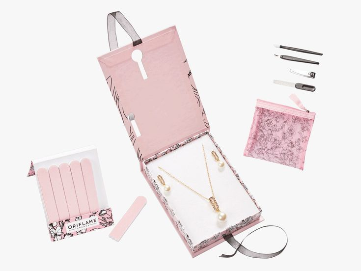 Be the feel of this season with the charming Hermine collection!Pearls, stones, pink and gold ... everything you need for incredibly feminine looks.    This elegant and feminine collection was designed by Oriflame to think about Women's Day.O...