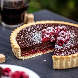 Tarta czekoladowa z malinami :)