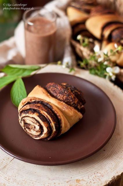 Булочки Франца и шоколадно-банановый смузи Это булочка из слоеного или дрожжевого теста выпекается исконно с корицей и сахаром и манит своим ароматом уютно расположиться за столиком с газетой и чашкой...