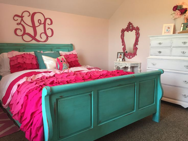 Love this Santa Fe Turquoise color from CeCe Caldwell's Paints transforming the sleigh bed into reason to wake up each morning.  The Sweet Potto Vine in WV created this beauty.