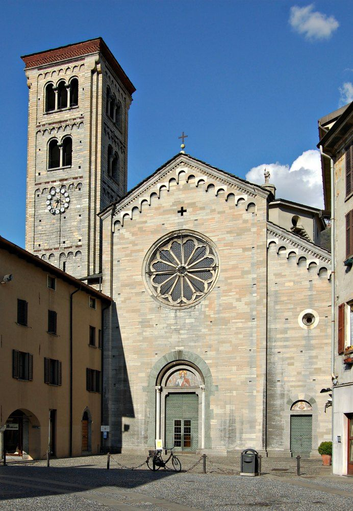 Probably built at the same time that the basilica, had collapsed in the earthquake of 3 January 1117. It was rebuilt in 1271. It tilted (inclinato) over the years, so it was demolished in 1905 to a height of m. 11.90 and then rebuilt.