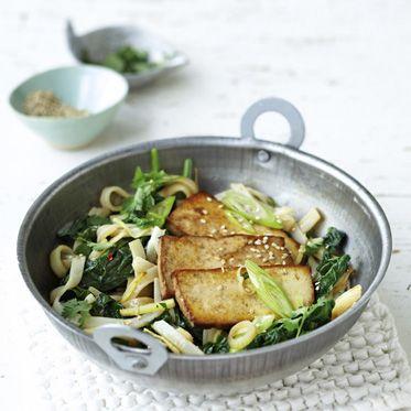 Reisbandnudeln mit Tofu und Spinat