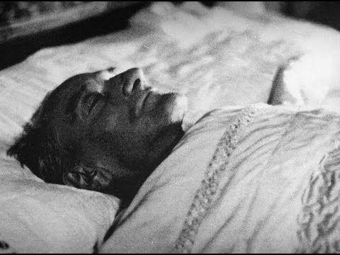 Mustafa Kemal Atatürk'ün Cenaze Töreni-Atatürk'ün sağlık durumu 1937 yılından itibaren bozulmaya başladı. Kendisine 1938 yılı başlarında siroz teşhisi konuldu. Avrupa'dan doktorlar getirildi. Türk ve yabancı doktorların tedavileri sonuç vermedi.