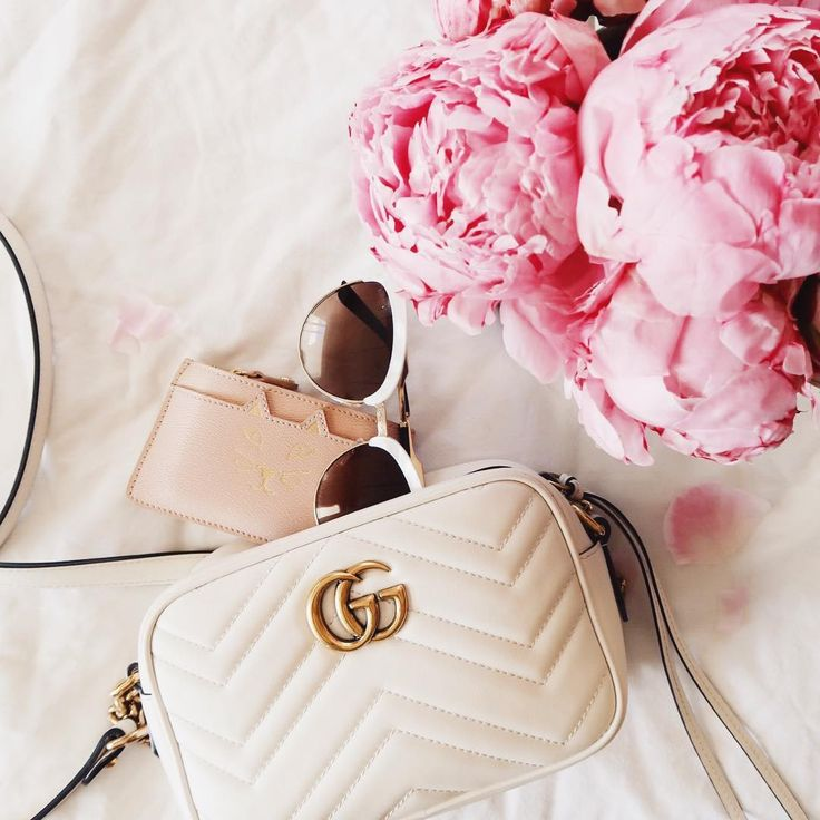 Gucci 'Marmont' camera bag + Charlotte Olympia card holder  |  pinterest: @Blancazh
