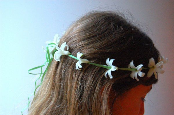 Use this idea for making a Crown for Mary in the month of May DIY: Make Your Own Flower Crown - Project Wedding