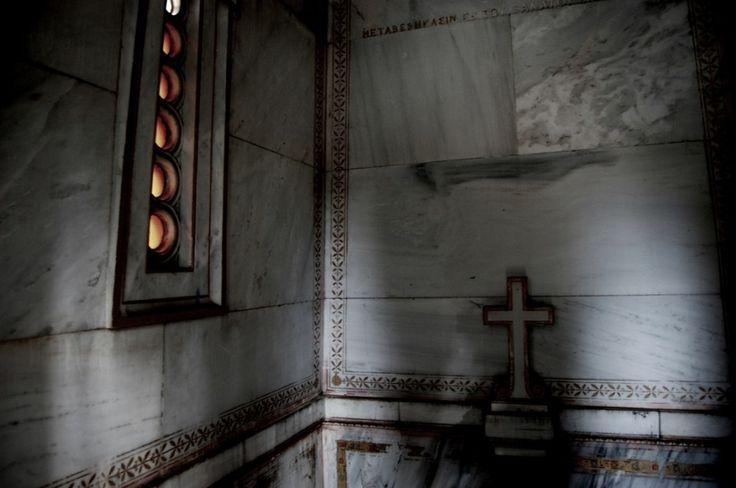 ΦΩΤΟΡΕΠΟΡΤΑΖ - Gio Holgersson - Το πρώτο φως της ημέρας στο Ά νεκροταφείο Αθηνών