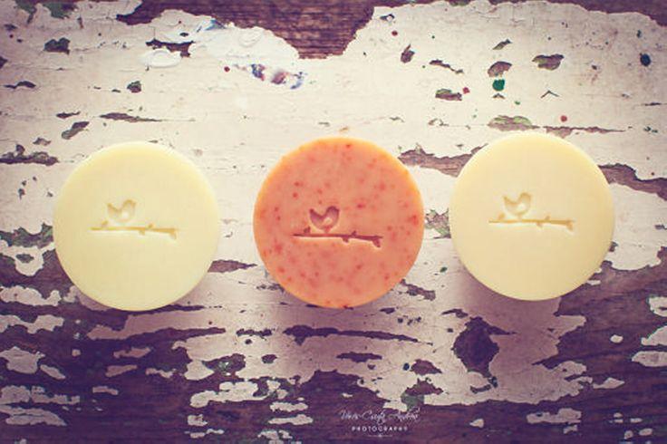 Utazó szappanok: Vinnéd magaddal a kedvencedet az irodába, utazásra, vagy edzésre? Könnyedén megteheted az utazó szappanjainkkal. #natural #soap #szappan #traveling #lemongras #eucaliptus #birdie #madar #chili #csili #levendula #lavendel #love2smile