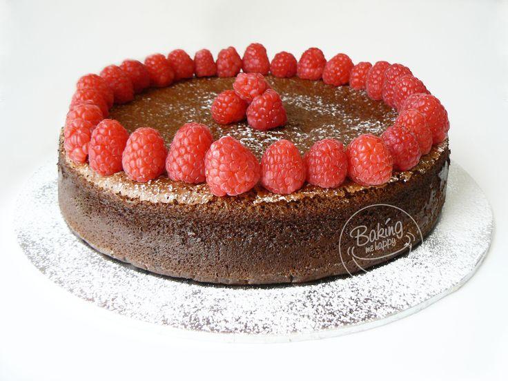 Chocolate and Raspberry Banting Cake  #bantingcake #chocolateandraspberrypairing #BakingMeHappy