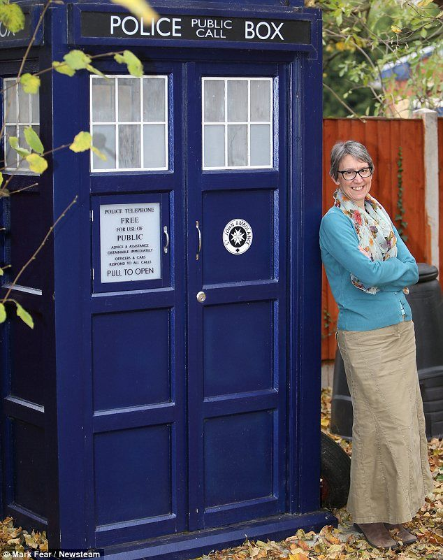 Something for the back YARD-is: Mother uses Tardis as ...