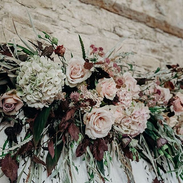 FLORAL DISPLAYS ///// I absolutely love flowers! Working with florists to come up with spectacular ideas for floral displays at my couple's weddings is definitely one of my favourite parts of my job. This stunning floral arrangement was created for me by @bromptonbuds on top of some gorgeous vintage shutters I hired from @virginiasvintagehire . . . . . #floraldisplays #weddingdesign #weddingdesigner #styling #knotsandkisses