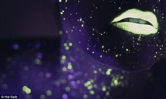 夜空に輝く星って、とてもきれいでロマンチック。普段は何気なく見上げているけれど、そこにはたぶん無限の宇宙が広がっていて、そう考えると神秘的でもあります。  英ニ …