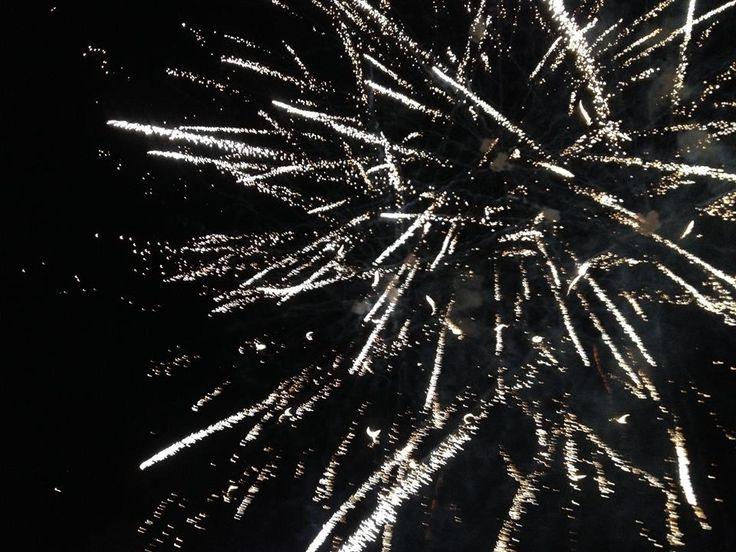 De demà fins el dimarts dia 9 Festa Major de Sanaüja #laSegarra. Dissabte el tradicional i espectacular castell de focs! http://www.viladetora.net/0-acte-2529-festa_major_sanauja_2014.html Ft: Pirotecnia Igual