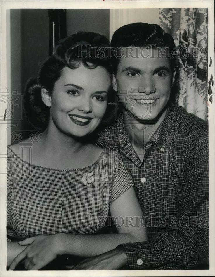 1958 Press Photo Olive Sturgess & Dwayne Hickman in Bob Cummings Show