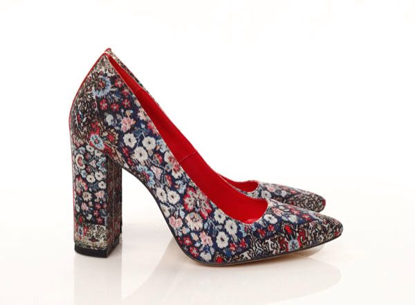 #mihaelaglavanss15 Floral print pumps. Persian carpet inspiration
