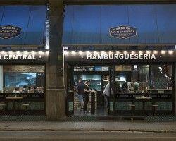 De reciente apertura, ésta hamburguesería artesanal ya ha conquistado el paladar de los fanáticos de las burgers Gourmet. Hamburguesas 100% ternera, ecológica o Black Angus, en el centro de Barcelona.