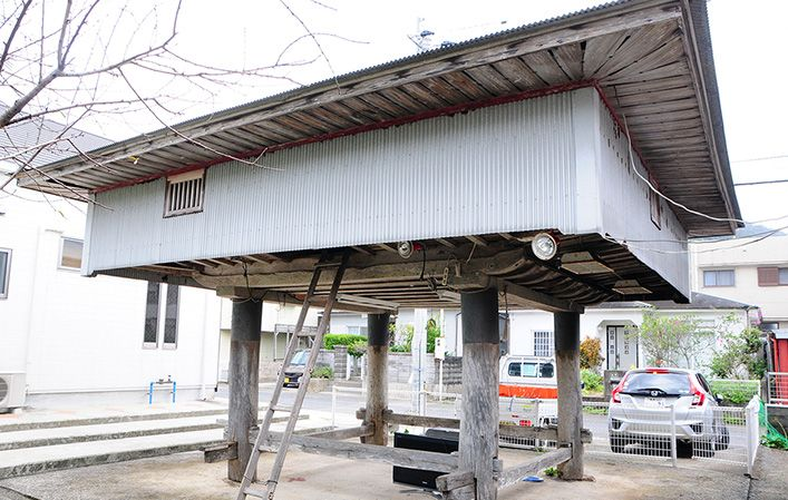 Amami-Oshima storerooms are built high on stilts in the ancient tradition. They store food and other goods.