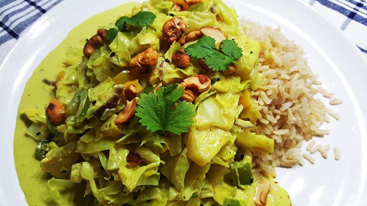 Op zoek naar een snel en makkelijk recept voor een vegetarische curry? Bekijk dan deze curry met kool, paprika, ananas en cashewnoten!
