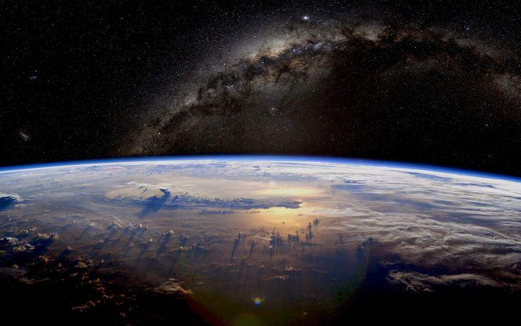 La búsqueda de civilizaciones extrarrestres no sólo nos plantea preguntas sobre cómo pueden ser otras criaturas inteligentes, también sobre nuestro propio futuro y hacia donde puede ir nuestra propia tecnología. ¿Cuál será nuestro legado? #astronomia #ciencia