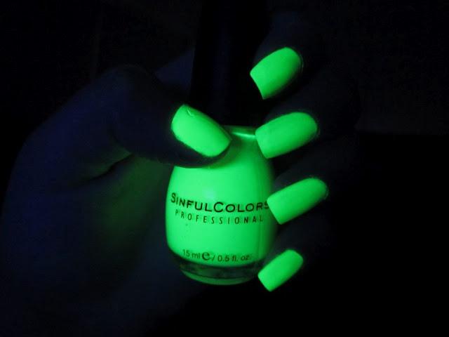 Glow In The Dark Nail Polish China Glaze - Absolute cycle