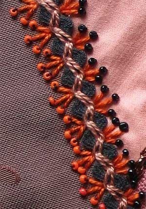 """Сейчас в магазинах для рукоделия появилась тесьма """"зиг-заг"""" разных размеров. Вот какую красоту можно сделать, используя её в декорировании вещей. Источник: http://www.liveinternet.ru/users/4685391/post37203.."""