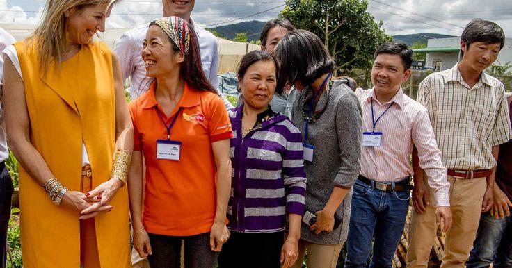 Koningin Máxima is dinsdagochtend (lokale tijd) in Da Lat in het centrale hoogland van Vietnam begonnen aan haar werkbezoek voor de Verenigde Naties. De koningin kwam uit Ho Chi Minh-stad, waar ze eerder op de ochtend vanuit Nederland arriveerde voor haar driedaagse verblijf. Jeroen Snel reist deze week met koningin Máxima mee en doet zaterdag verslag van het bezoek aan Vietnam!