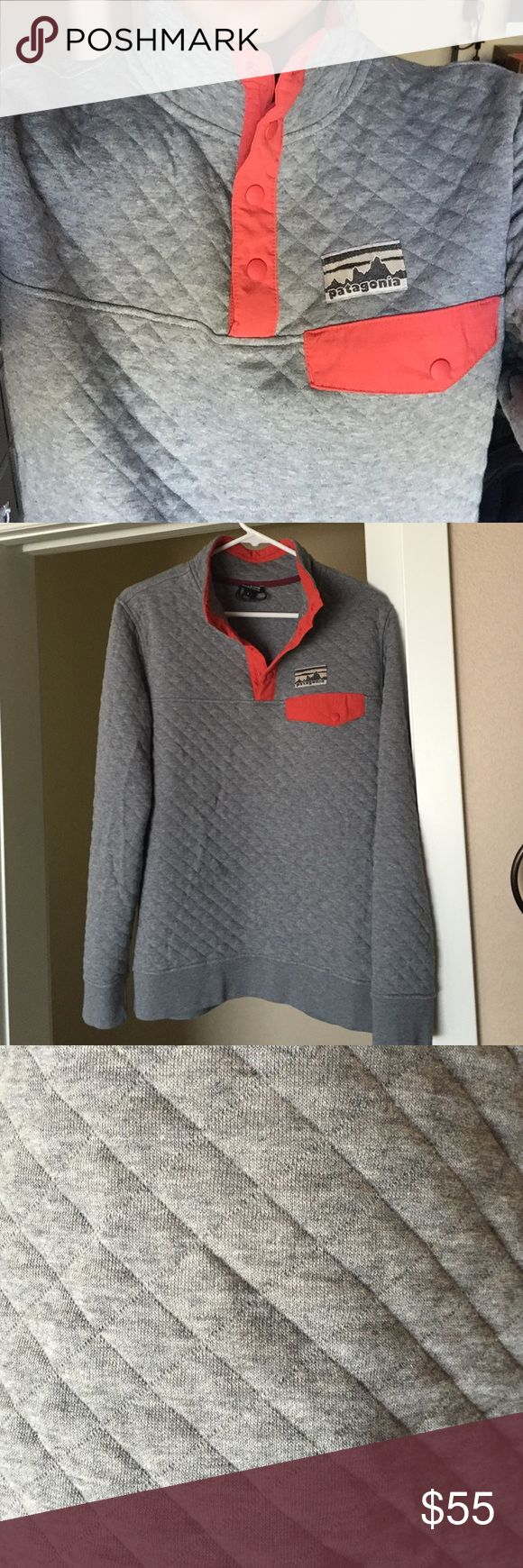 Patagonia women's cotton quilt snap-t pullover Hey guys! Worn this maybe twice. Too big on me. There is a tiny dirt stain or something, but barely noticeable (and will probably wash out). Make an offer! Patagonia Sweaters