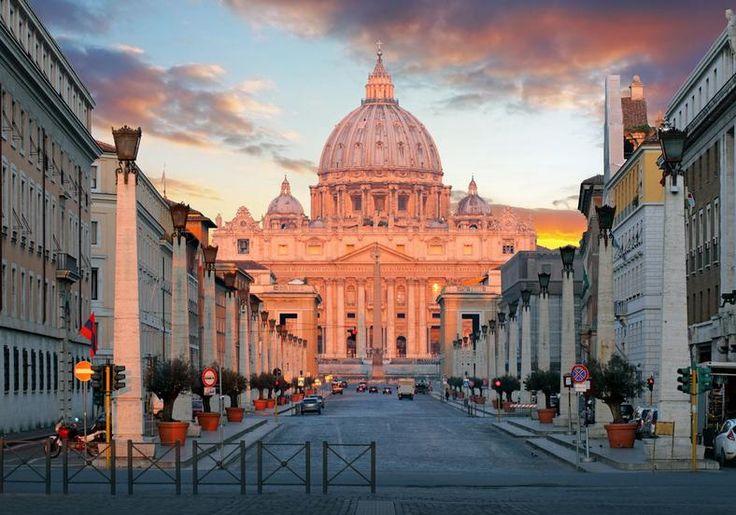 Tajemnice, finanse i skandale Watykanu. Wywiad z Emiliano Fittipaldim