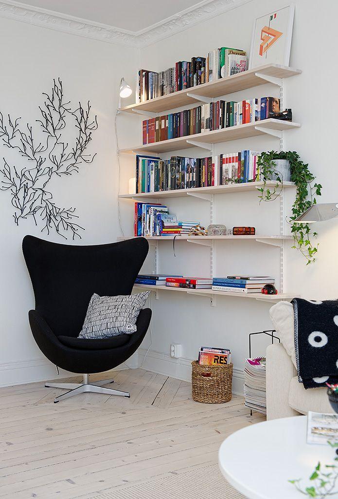 La Egg Chair es una creación de Arne Jacobsen. Fue diseñado para el lobby y la recepción del Hotel Real, en Copenhague.