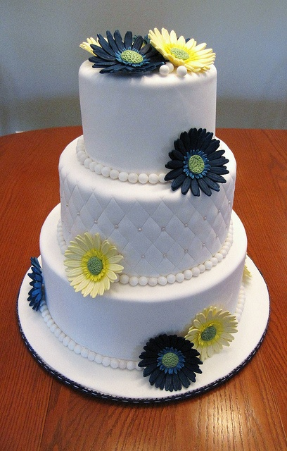 I would have purple, pink and light green roses but I love the frosting designs on this one!!