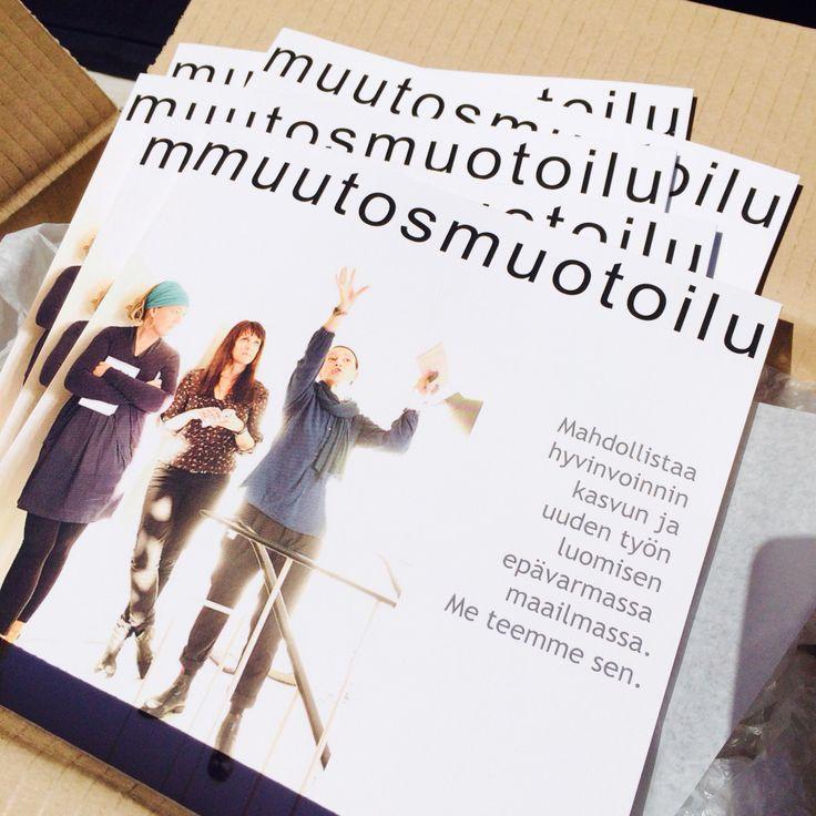 Uunituore Muutosmuotoilu kirja suoraan painosta.