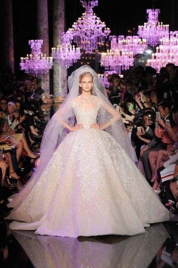 Abito da sposa Elie Saab - Dalla collezione Haute Couture autunno inverno 2014 2015 di Elie Saab, abito da sposa con gonna larga.