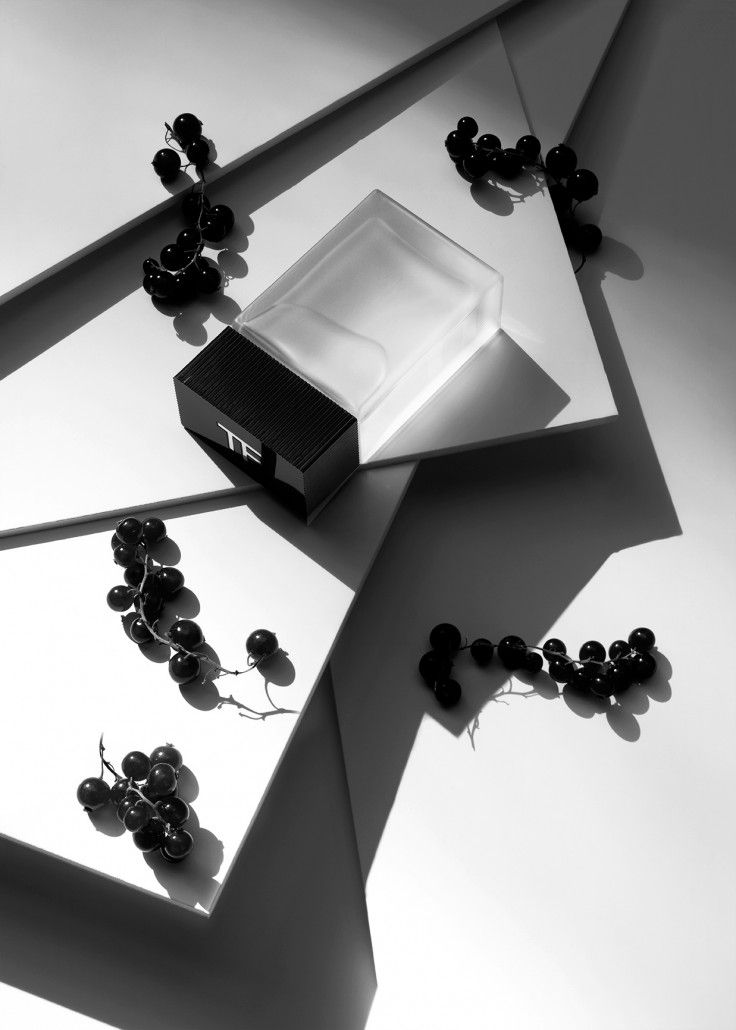 Jean-Baptiste Degez - Black and white minimalistic and geometric still life photography.