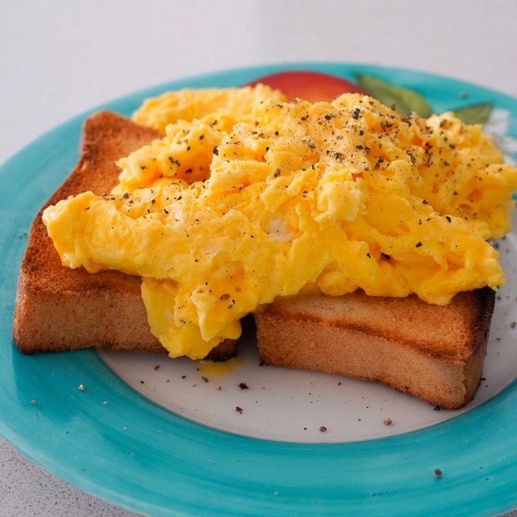 huevos revueltos, como hacer huevos revueltos, como hacer huevos para el desayuno, recetas con huevos, desayuno saludable, desayuno para papa, desayuno sorpresa, desayuno de hotel, ideas de desayuno, brunch en casa Scrambled Eggs, Lunch Time, Diy Food, Cooking Time, Bon Appetit, French Toast, Veggies, Healthy Recipes, Snacks