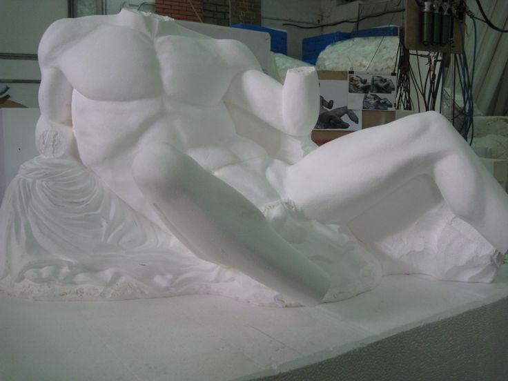 Reproducción de esculturas del escultor griego Fidías (S.IV a d.c.) en poliestireno, para hacer molde y su posterior paso a piedra. www.eliasalvarez.com