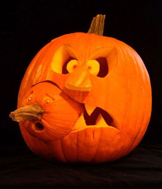 """Ce soir c'est Halloween ! Comme chacun sait (ou pas), cette fête célébrée la veille de la Toussaint tire son nom de contraction de l'anglais """"All Hallows Even"""" et son principal symbole est la citrouille (issue de la légende irlandaise de Jack O'Lantern). En voici quelques spécimens sculptés plutôt réussis !"""