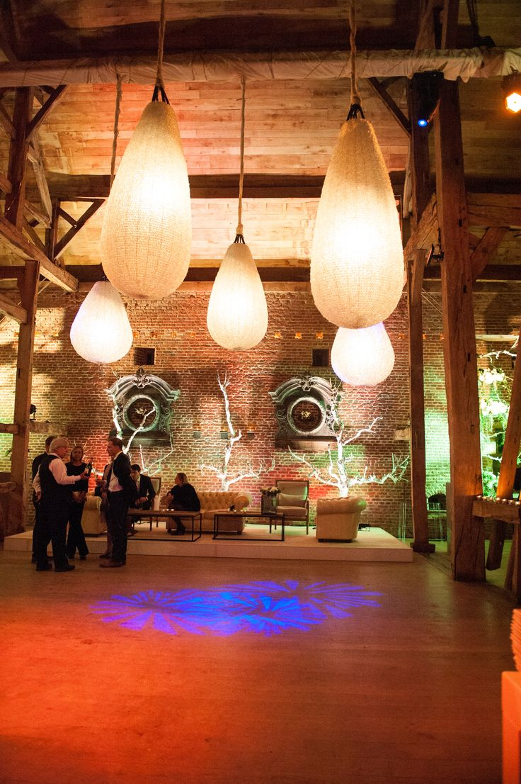 FERIATUS - Wedding - VV - Romantic - Lights - Ceiling - Wood - Rustic - Castle