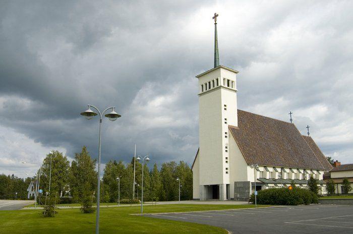 Teuvan kirkko. 1953 valmistuneen kirkon on suunnitellut arkkitehti Elsi Borg. Kirkon alttaritaulun on maalannut Tove Jansson
