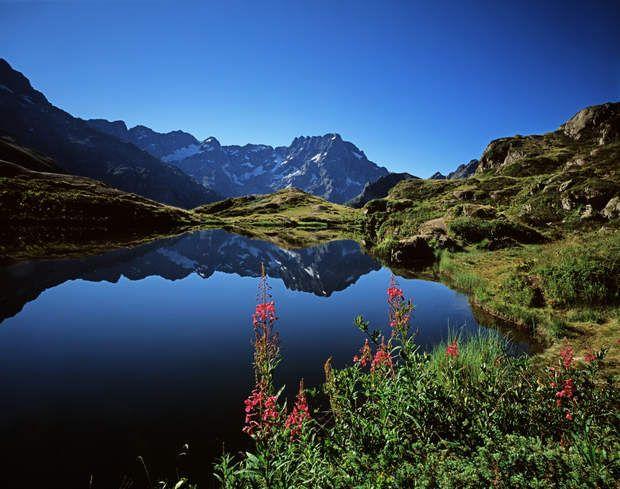 Étape 20 : Retour dans le massif des ÉcrinsL'avant-dernière étape, de Modane Valfréjus à l'Alpe d'Huez, se déroule aux portes d'un des dix parcs nationaux français: le parc national des Écrins. Celui-ci comprend une centaine de sommets de plus de 3 000 mètres, une quarantaine de glaciers et 740 km de sentiers.