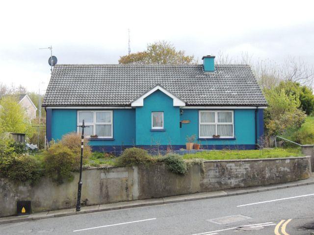 maison-bleue-blue-house-westport