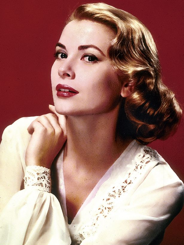 正統派の美貌で1950 年代のハリウッドのトップに君臨した伝説の女優。1956 年、人気と栄光の絶頂でモナコ大公レーニエ公と結婚。女優から一国を代表する大公妃へと転身したその華麗なる人生は、今もなお語り継がれ...