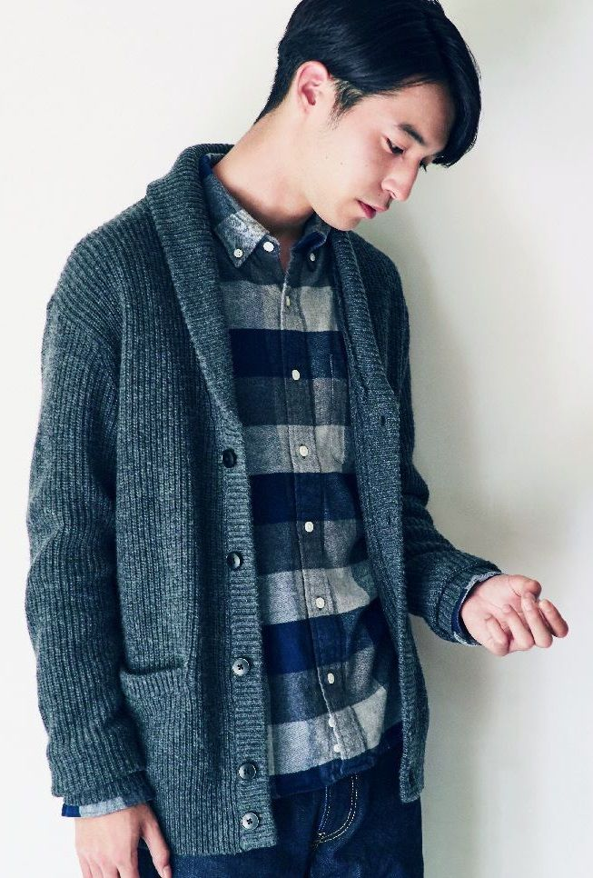 As a jacket for autumn or under your coat in winter, this soft and warm cardigan has a textured, natural feel. | MUJI Merino Wool Shawl Collar Cardigan