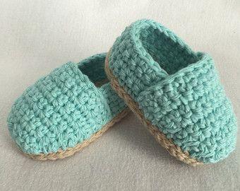 Crochet bebé alpargata / / Slip-on zapatos de bebé por CGKreations
